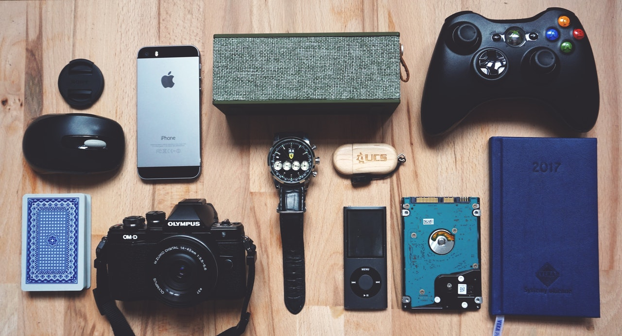 gadgets on table for gift for men